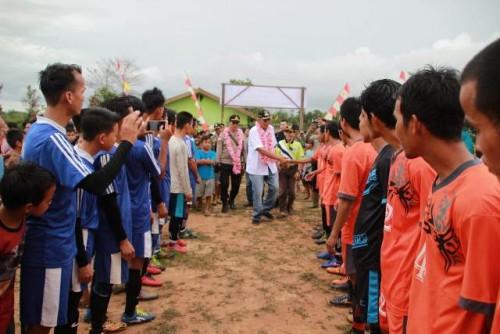 Bupati Sintang Tantang Tim Ketungau Hilir Masuk 4 Besar Saat Tutup Turnamen Bupati Cup Beloh Mulyo