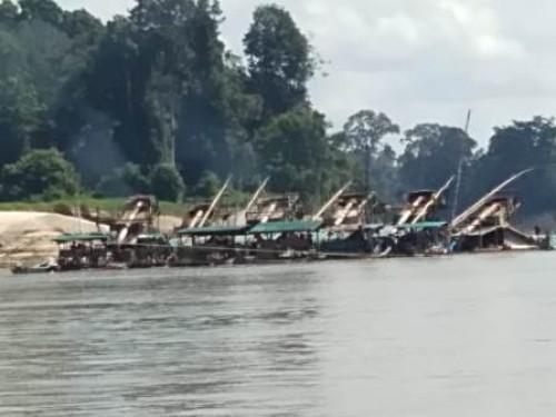 Aktivitas PETI (Pekerja Emas Tanpa ijin) Di sepanjang Daerah Aliran Sungai (DAS) Melawi saat ini Kian Marak.