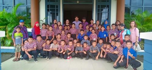Sekolah Dasar Negeri 01 Nanga Mau, Kecamatan Kayan Hilir, berkunjung ke Kantor Bupati Sintang , Kamis (25/4/19).  Foto: Alex